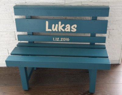 Hochwertige Kindersitzbank aus Massivholz, Geburtsgeschenk