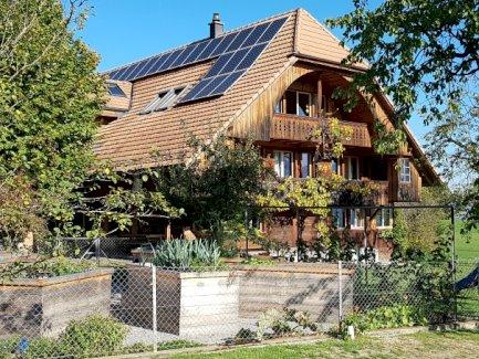 Zu vermieten: 4.5 Zi-Dachwohnung in Bauernhaus (175m2) - Gratisinserat.ch