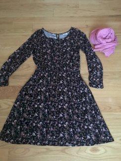 Verspieltes Viscose Kleid mit Schal Gr.36