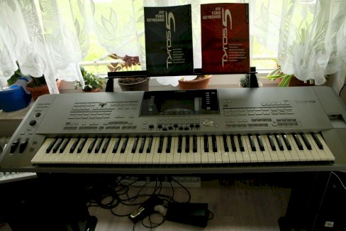 Yamaha Tyros 5 mit 76 Tasten Keyboard