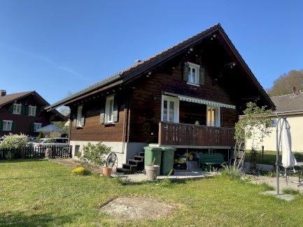 Bijou mit Alpenblick und Chalet-Style - Gratisinserat.ch