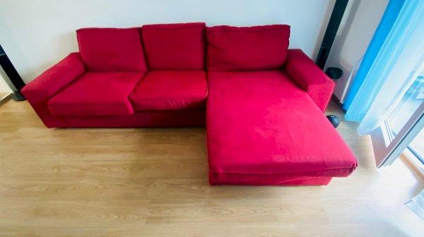 Rotes IKEA Sofa