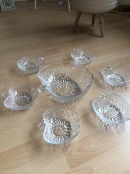 schöne Glasschale mit sechs Schäleli günstig zu verkaufen