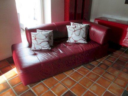 2 Leder Sofas und 1 Leder Hocker - Gratisinserat.ch