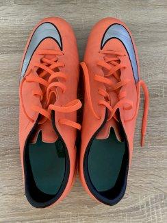 Nike Fussballschuh Gr.42.5 - Gratisinserat.ch