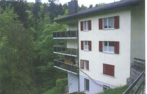 3,5-Zimmer-Wohnung mit schattiger Terrasse und kleinem Garten