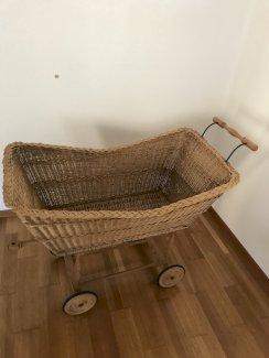 Antike Holz Stuben Wiege/ Kinderwagen/ Korb  - Gratisinserat.ch