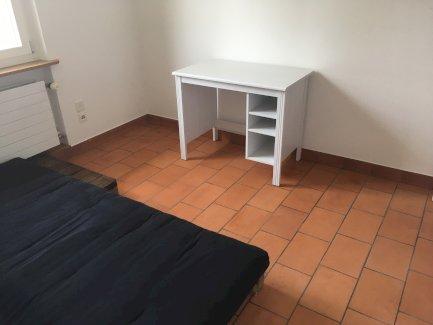 Lager raum mit Fenster zu vermieten, eventuell in Absprache auch als Homeoffice nutzbar - Gratisinserat.ch