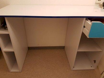 Schreibtisch / Computertisch / Pult - Gratisinserat.ch