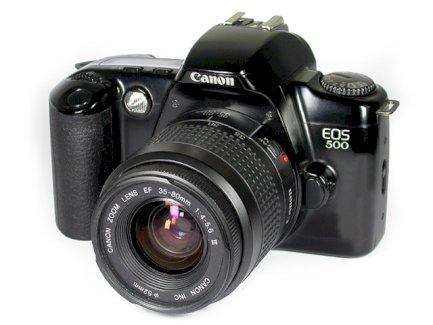 Fotokamera Canon EOS 500 N und Zusatztobjektiv 70-300 mm