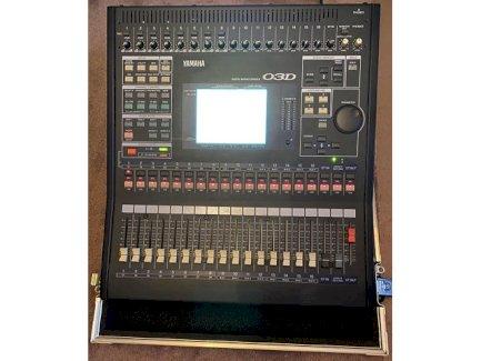 Yamaha 03D - Digital Mischpult mit Flightcase