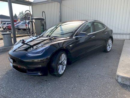 Tesla Model 3 inkl. 8 Räder und Ladestation - Gratisinserat.ch